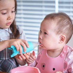 Feeding-Spoon-Dispenser-baby-mealtime